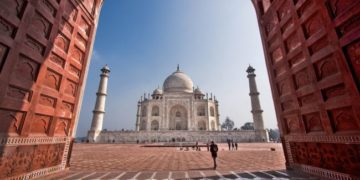 Taj mahal 360x180 - 5 Most Incredible Tourist Spots You Have To Visit