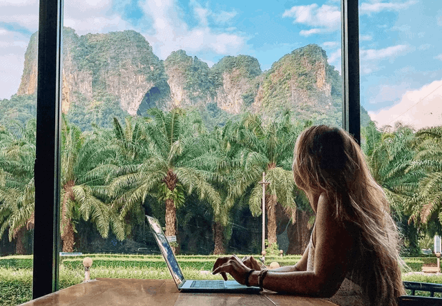 10 Tips On How To Travel And Work Remotely
