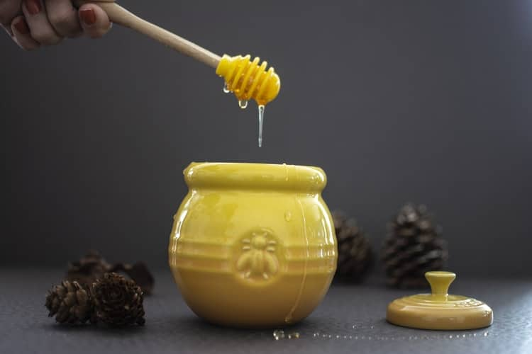 Honey as a home remedy for abdominal pain