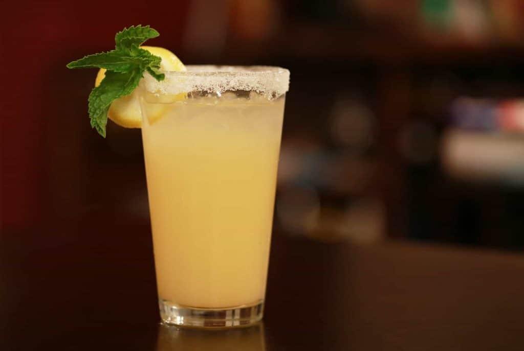 lemon juice for lighten dark skin