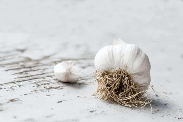 Garlic As Home Remedies To Get Rid of Age Spots