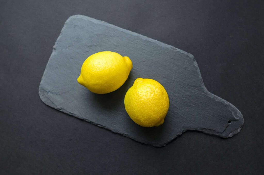 Lemon as a natural remedy for abdominal pain
