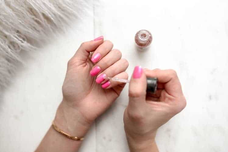 nails - 10 Best Speedy Hair and Makeup Tricks!