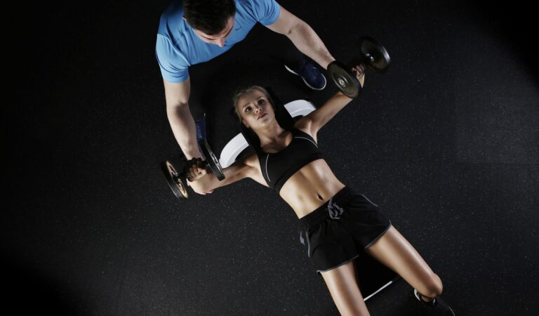 A Guide to Fitness Coaching: Online vs. Offline Coaches